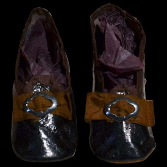 Rare antique pair of leather shoes for your French poupée size 7