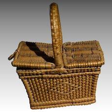1900 Doll's wicker picnic bascket