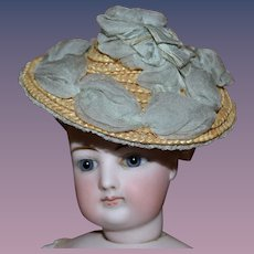 Beautiful antique straw hat for your little doll or your fashion poupée