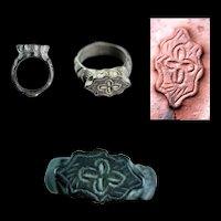 Attractive heavy Seljuk bronze seal ring, ca. 12th. century AD