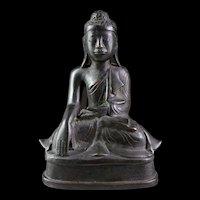 Fine Burmese bronze Buddha in Mandaley style, 19th. century.