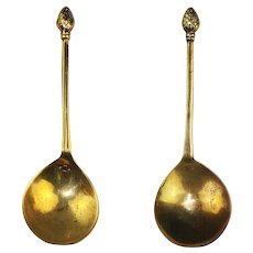 A rare Latten bronze spoon w Pine finial, England, 16th. cent.