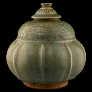 Beautyful Northern Thai covered pottery bowl w. green glaze 14th-6th c