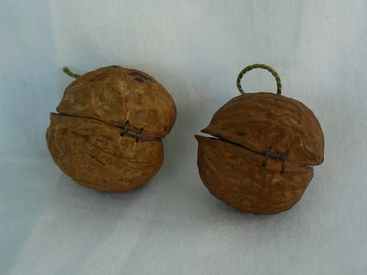 Rare vintage Walnut Christmas ornaments TiNy very OLD. - Rare Vintage Walnut Christmas Ornaments TiNy Very OLD. : Antiques