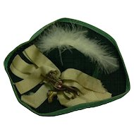 Old vinatge Doll hat GREEN and cute Look.