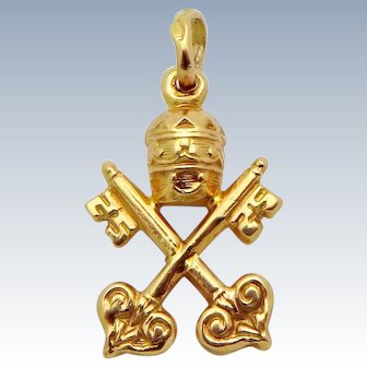 Vintage 18K Gold 3D Holy See & Vatican City Coat of Arms *Crossed Keys* Charm Pendant