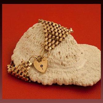 Vintage English 9 Karat Gold Gate Bracelet With Heart-Shaped Padlock Clasp
