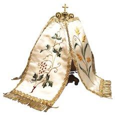 Antique Nineteenth Century French Convent Work Silk Embroidered Ciborium Veil