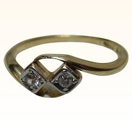 Pretty Antique 18ct Solid Gold Diamond Gemstone 'Crossover' Ring{2.4 Grams}{0.1Ct Diamond Wt}