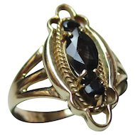 Attractive Vintage 9ct Solid Gold 'Marquise Shaped' 3-Stone Dark Sapphire Gemstone Ring