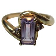 Pretty Vintage 9ct Solid Gold 3-Stone Amethyst Gemstone 'Crossover' Ring{3.3 Grams}
