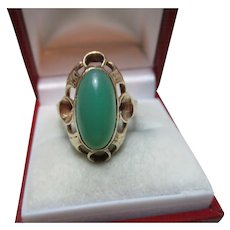 Pretty 9ct Solid Gold Marquise Shaped Chrysoprase Gemstone Ring{4.6 Grams}