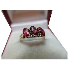 Attractive Antique 15ct Solid Gold 3-Stone Garnet Gemstone Ring