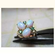 Pretty Vintage 9ct Solid Gold Emerald + Opal Gemstone Cluster Ring