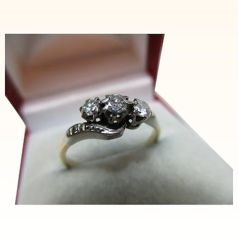 Pretty Antique 18ct Solid Gold 3-Stone Diamond Gemstone 'Crossover' Ring{0.3Ct Diamond Weight}