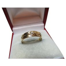 Attractive Antique 18ct Solid Gold 3-Stone Diamond Gemstone Ring