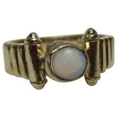 Attractive Vintage 9ct Solid Gold Opal Solitaire Gemstone Ring{3.8 Grams}{0.5Ct Opal Weight}