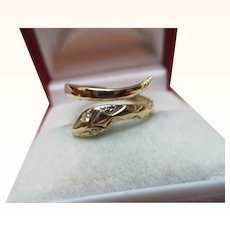 Attractive Vintage 9ct Solid Gold Diamond Gemstone 'Snake' Ring