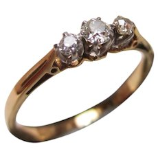 Attractive Antique 18ct Solid Gold 3-Stone Diamond Gemstone Ring{0.2Ct Diamond Weight}