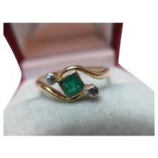 Decorative 18ct Solid Gold 3-Stone Diamond + Emerald Gemstone 'Crossover' Ring