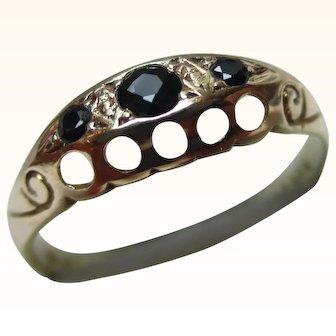 Decorative Vintage 9ct Solid Gold 3-Stone Dark Sapphire Gemstone Ring