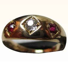 Attractive Antique 18ct Solid Gold 3-Stone Diamond + Ruby Gemstone Ring{4.1 Grams}{0.15Ct Diamond Weight}