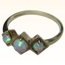 Pretty 9ct Solid Gold 3-Stone Opal Gemstone Ring