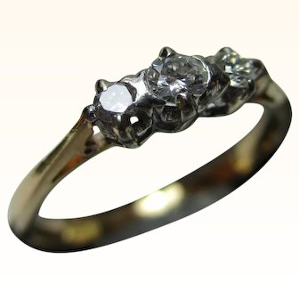 Pretty 18ct Solid Gold 3-Stone Diamond Gemstone Ring{2.3 Grams}{0.25Ct Diamond Weight}
