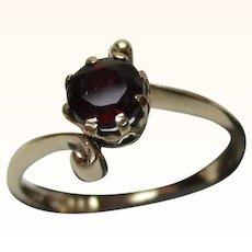 Attractive{Birmingham 1977} 9ct Solid Gold Garnet Solitaire Gemstone 'Twist' Ring
