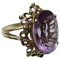 Decorative 9ct Solid Gold 'Cushion Shaped' Amethyst Gemstone Ring{4.8 Grams}