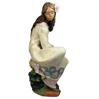Lladro Spring Inspiration - LARGE - #01012374 - Retired in 2004 - #2374