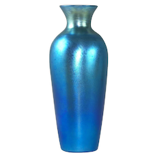 Stunning Durand Blue Luster Iridescent Art Glass Vase