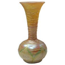 Durand Threaded Pulled Feather Vase - Fantastic Coloring