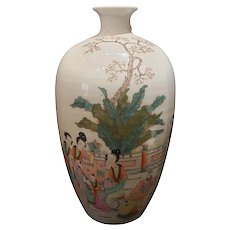 A Chinese Porcelain Famille Rose Vase, Late 19th/ Early 20th Century