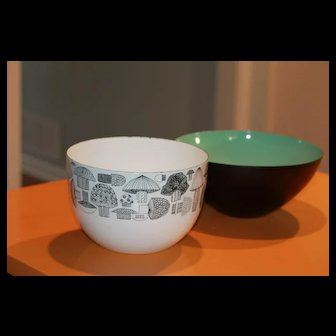 Mid Century Modern Enamel Bowls