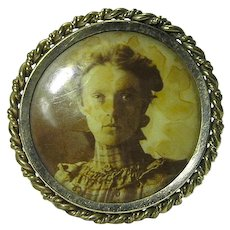 Antique Photo Jewelery Mfg Co Chicago Brooch w Lovely Lady Victorian Image