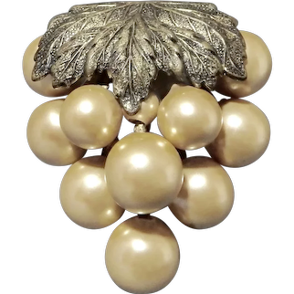 Antique Imitation Pearl Grape Cluster with Leaves Dress Clip