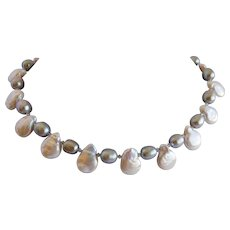 Tear drop cultured pearl necklace