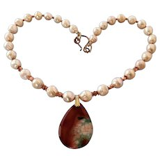 Freshwater pearls with Agate pendant