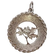 Gorgeous Maple Leaf Charm