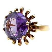 14 Karat Yellow Gold Color Change Sapphire Ring - Size 8