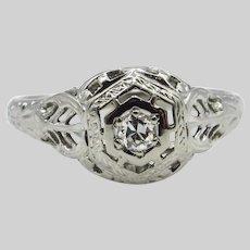 18 Karat White Gold Art Deco Diamond Filigree Ring - Size 4.5