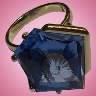 14k YG Blue Synthetic Topaz Irregular Pentagon Shaped Faceted Geometric Vintage Cocktail Ring Size 7.25 c.1960s