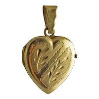 Vintage 18K Gold Engraved Heart Picture Locket