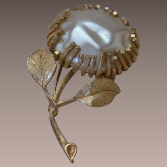 Sarah Coventry Faux Natural Pearl Flower Brooch Pin
