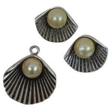 Clam Shell Earring And Pendant Set