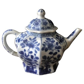 Kangxi period export ceramic teapot