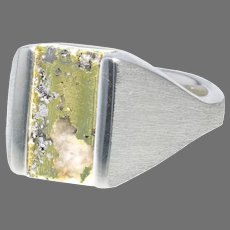 Gold–in-Quartz Specimen Ring