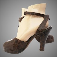 Vintage 1940s Platforms | Brown Alligator Leather | Ankle Straps | Open toes | Di Sim's Originals |