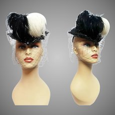 Vintage 1930s Hat//Tilt//Black/Feathered
